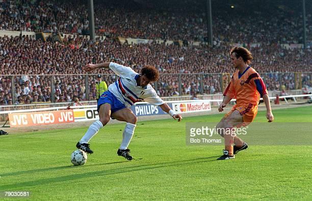 Sport Football European Cup Final Wembley London England 20th May 1992 Barcelona 1 v Sampdoria 0 Sampdoria's Gianluca Vialli controls the ball and is...