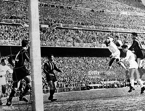 Sport Football European Cup Quarter Final Madrid Spain February 1957 Real Madrid 3 v Nice 0 Real Madrid's Alfredo Di Stefano and Zarraga jump for the...