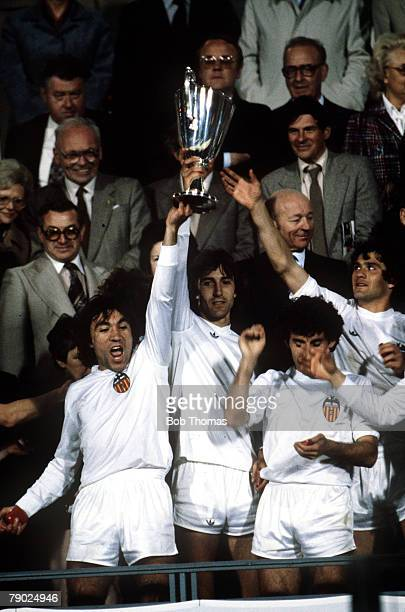Sport Football European CupWinners Cup Final Brussels Belgium 14th May 1980 Valencia 0 v Arsenal 0 Valencia's Ricardo Arias and Dario Luis Felman...