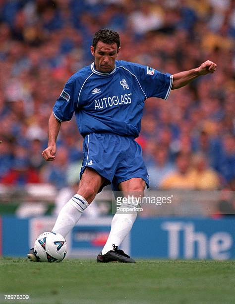 Sport Football FA Charity Shield Wembley13th August Chelsea 2 v Manchester Utd 0Gustavo Poyet of Chelsea hits a dead ball at a freekick