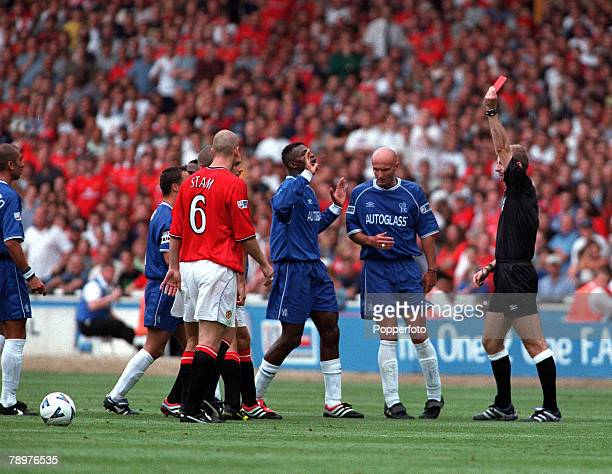 Sport Football FA Charity Shield Wembley13th August Chelsea 2 v Manchester Utd 0Referee Mike Riley shows the red card to Manchester United's Roy Keane