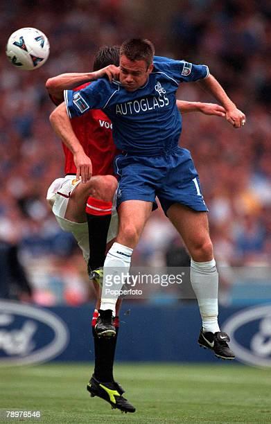 Sport Football FA Charity Shield Wembley13th August Chelsea 2 v Manchester Utd 0Chelsea's Graeme Le Saux wins a high ball