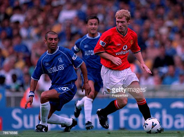 Sport Football FA Charity Shield Wembley13th August Chelsea 2 v Manchester Utd 0Chelsea's Roberto Di Matteo is closely watched by Manchester United's...
