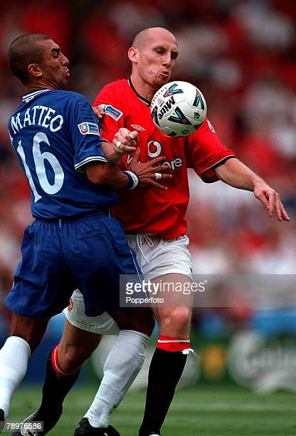 Sport Football FA Charity Shield Wembley13th August Chelsea 2 v Manchester Utd 0Chelsea's Roberto Di Matteo with Man Utd's Jaap Stam in close...