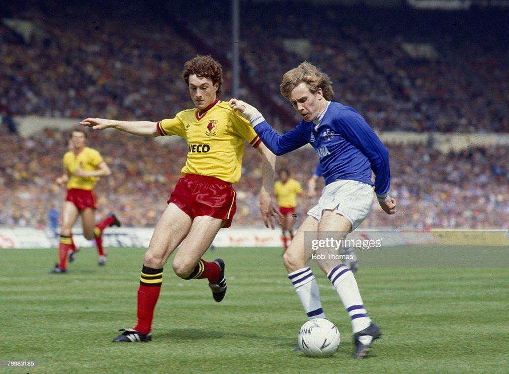 Sport. Football. FA Cup Final at Wembley. pic: 19th May 1984. Everton 2 v Watford 0. Everton's Kevin Richardson is challenged by Watford's David Bardsley. : News Photo