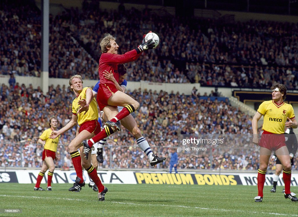 BT Sport. Football. FA Cup Final at Wembley. pic: 19th May 1984. Everton 2 v Watford 0. Watford goalkeeper Steve Sherwood catches the ball as he beats Everton striker Andy Gray. Watford's George Reilly and Steve Terry, right, look on. : News Photo