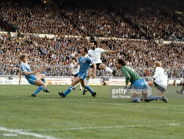 Sport Football FA Cup Final Replay at Wembley pic 14th May 1981Tottenham Hotspur 3 v Manchester City 2 Tottenham Hotspur's Ricky Villa centre shoots...