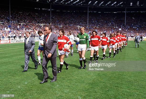 Sport, Football, FA Cup Final, Wembley, London, England, 18th May 1985, Everton 0 v Manchester United 1 , The two teams are led out by their Managers...