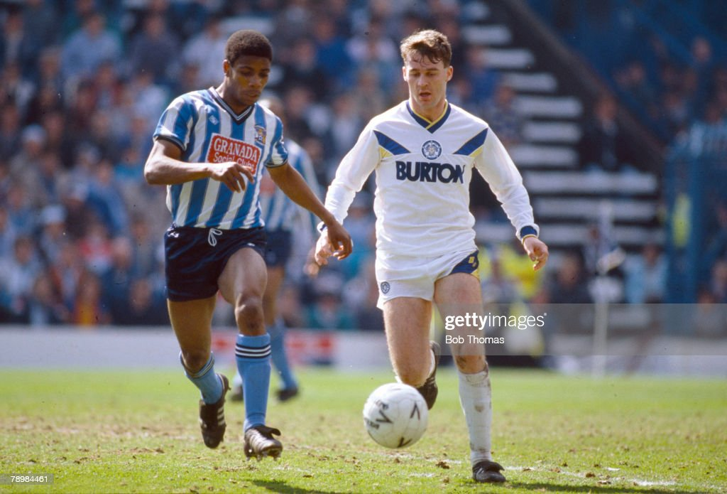 Sport. Football. FA Cup Semi-Final at Hillsborough. Coventry City 3 v Leeds United 2 a.e.t. pic: 12th April 1987. Leeds United's John Sheridan, right, is challenged by Coventry City's Lloyd McGrath. : Foto jornalística