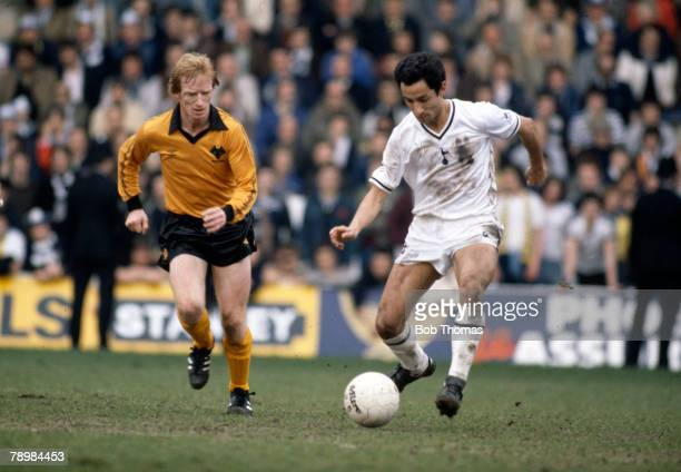 Sport Football FA Cup SemiFinal at Hillsborough Wolverhampton Wanderers 2 v Tottenham Hotspur 2 aet pic 11th April 1981 Tottenham Hotspur's Osvaldo...