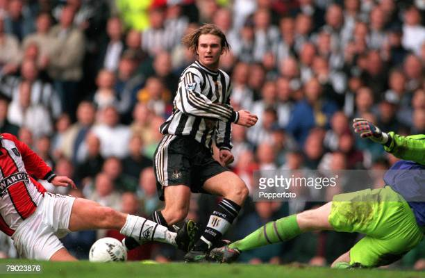 Sport Football FA Cup SemiFinal Old Trafford Manchester England 5th April 1998 Newcastle United's Andreas Andersson causes problems for the Sheffield...