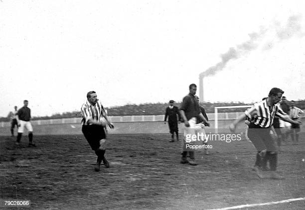 Sport Football FA Cup SemiFinal Replay Bolton England 23rd March 1899 Sheffield United 4 v Liverpool 4 Midfield action from the Sheffield United v...