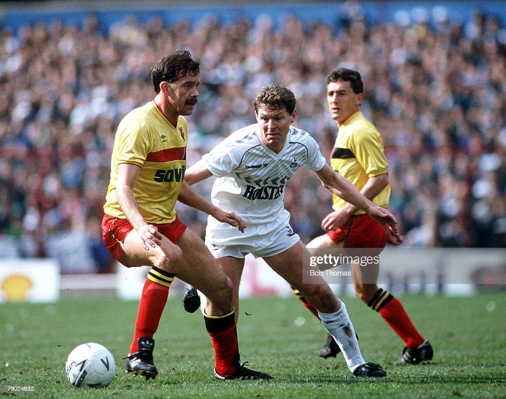 Sport. Football. FA Cup Semi-Final. Villa Park, Birmingham, England. 11th April 1987. Tottenham Hotspur 4 v Watford 1. Tottenham's Clive Allen moves between Watford's Steve Sims and Wilf Rostron. : News Photo