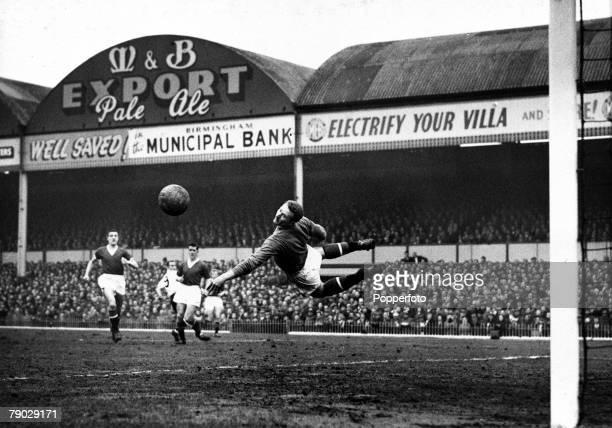 Sport, Football, FA Cup Semi-Final, Villa Park, Birmingham, England, 22nd March 1958, Manchester United 2 v Fulham 2, Manchester United goalkeeper...