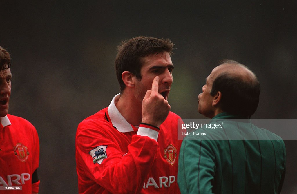 Sport, Football, FA Premier League, 26th December 1992, Sheffield Wednesday 3 v Manchester United 3, Manchester United's Eric Cantona argues with an official : News Photo