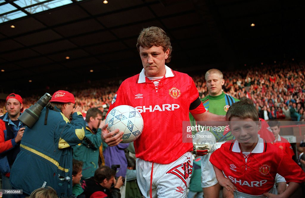 Sport, Football, FA Premier League, 3rd May 1993, Manchester United 3 v Blackburn Rovers 1, Manchester United captain Steve Bruce leads out his team as champions for the first time in 26 years : News Photo