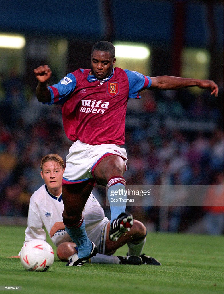 Sport, Football, FA Premier League, Villa Park, Birmingham, England, 19th August 1992, Aston Villa v Leeds United, Aston Villa's Dalian Atkinson beats Leeds United's David Batty