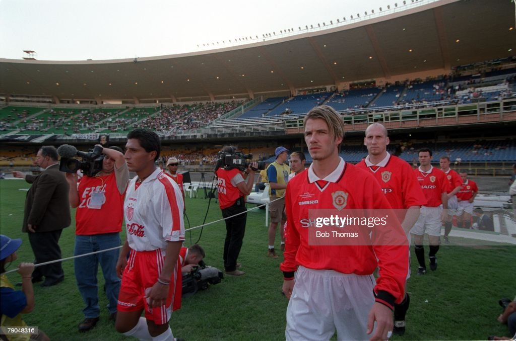 Sport. Football. FIFA Club World Championships. Rio de Janeiro, Brazil. 6th January 2000. Manchester United 1 v Necaxa 1. Manchester United's David Beckham walks onto the field with his team. : News Photo