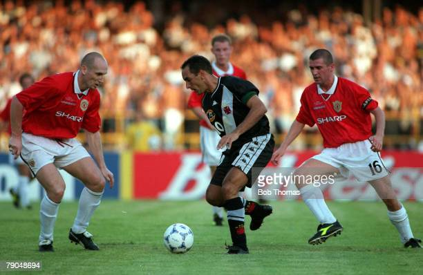 Sport Football FIFA Club World Championships Rio de Janeiro Brazil 8th January 2000 Vasco Da Gama 3 v Manchester United 1 Vasco Da Gama's Edmundo...