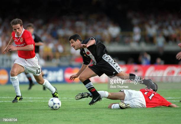 Sport Football FIFA Club World Championships Rio de Janeiro Brazil 8th January 2000 Vasco Da Gama 3 v Manchester United 1 Vasco Da Gama's Ramon is...