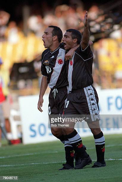 Sport Football FIFA Club World Championships Rio de Janeiro Brazil 8th January 2000 Vasco Da Gama 3 v Manchester United 1 Vasco Da Gama's Edmundo is...