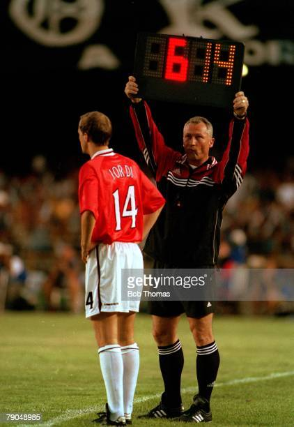 Sport Football FIFA Club World Championships Rio de Janeiro Brazil 8th January 2000 Vasco Da Gama 3 v Manchester United 1 The fourth official holds...