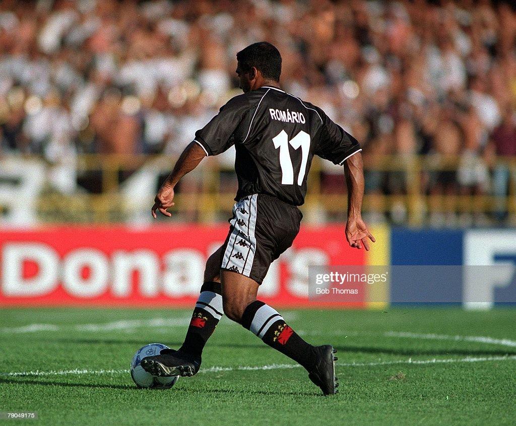 Sport. Football. FIFA Club World Championships. Rio de Janeiro, Brazil. 8th January 2000. Vasco Da Gama 3 v Manchester United 1. Vasco Da Gama's Romario on his way to scoring the second goal. : News Photo