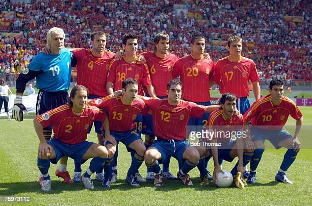 Sport Football FIFA World Cup Kaiserslautern 23rd June 2006 Saudi Arabia 0 v Spain 1 Spain team group Back row leftright Santiago Canizares Carlos...