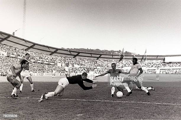 Sport, Football, Friendly International, Gothenburg, 30th June 1966, Sweden 2 v Brazil 3, Brazil's Pele causes problems for the Swedish defence, with...
