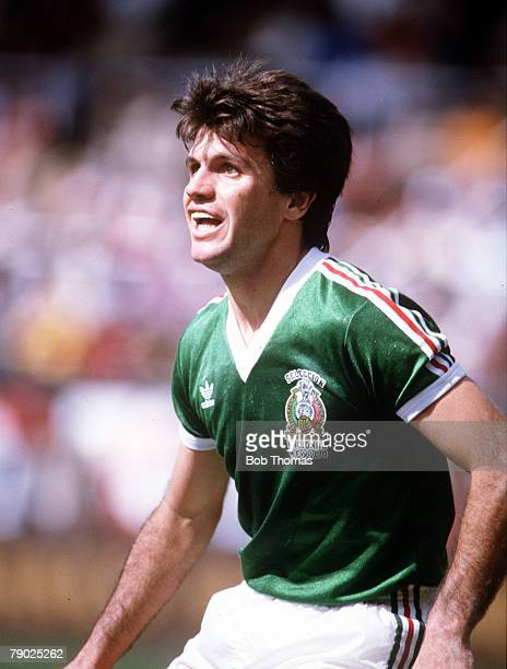 Sport Football Friendly International Toluca 14th December 1985 Mexico 2 v Hungary 0 Mexico's Javier Aguirre