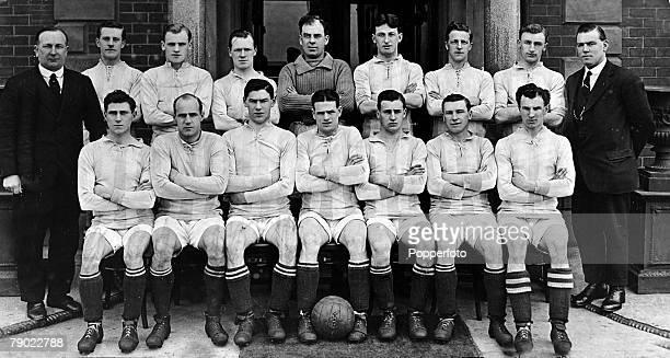 Sport Football Huddersfield Town 19211922 Back row lr Herbert Chapman JWWood CMcKay CSlade AMutch TWilson WWatson SJWadsworth JChaplin Front row lr...