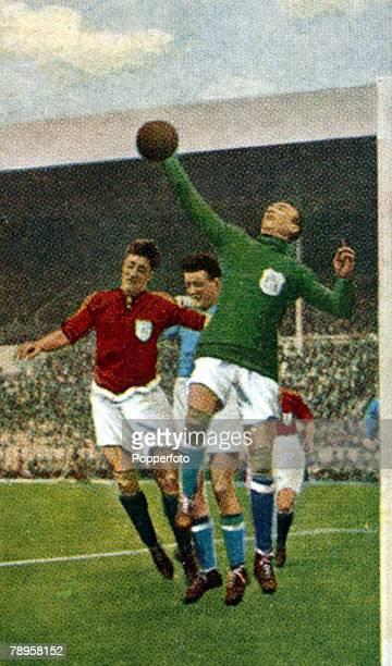 23rd April 1927 FA Cup Final at Wembley Cardiff City 1 v Arsenal 0 Arsenal goalkeeper Dan Lewis palms the ball away