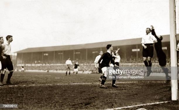 Sport, Football International, British Championship, Goodison Park, Liverpool, England, 1st April 1911, England 1 v Scotland 1, England goalkeeper...