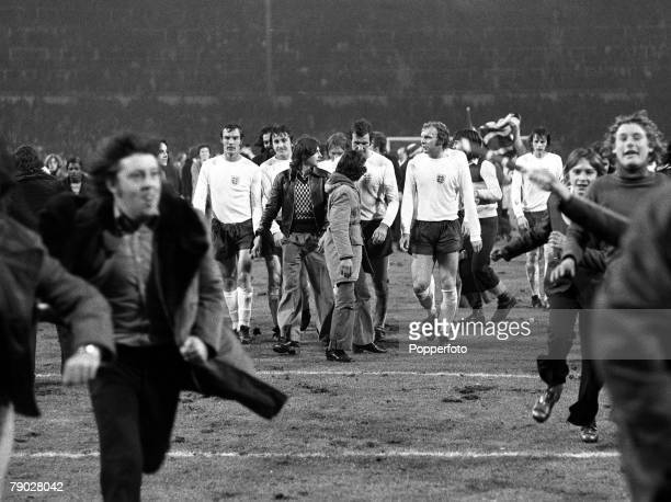 Sport, Football, International Friendly, Wembley, London, 14th November 1973, England 0 v Italy 1, Bobby Moore's last match for England, Fans invade...
