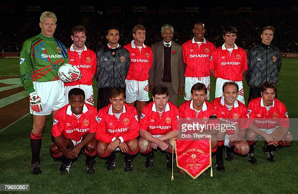 Sport Football Johannesburg South Africa 28th July 1993 The Manchester United team lineup together for a group photograph with Nelson Mandela Back...