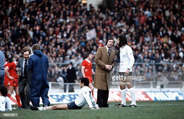 Sport Football League Cup Final Wembley 13th March 1982 Liverpool 3 v Tottenham Hotspur 1 Tottenham Manager Keith Burkinshaw talks to Ricardo Villa...