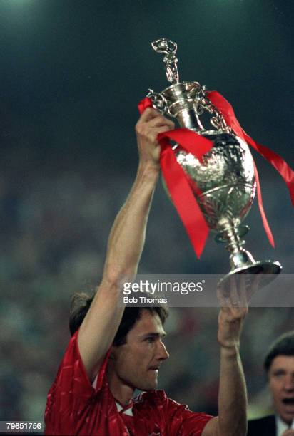 Sport, Football, League Division One, 1st May 1990, Liverpool 1 v Derby County 0, Liverpool captain Alan Hansen holds the League Championship trophy...