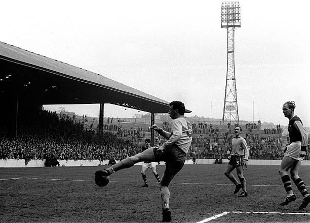 Sport, Football, League Division One, Turf Moor, England, Circa 1965, Burnley v Chelsea, Chelsea defender John Mortimore clears the ball