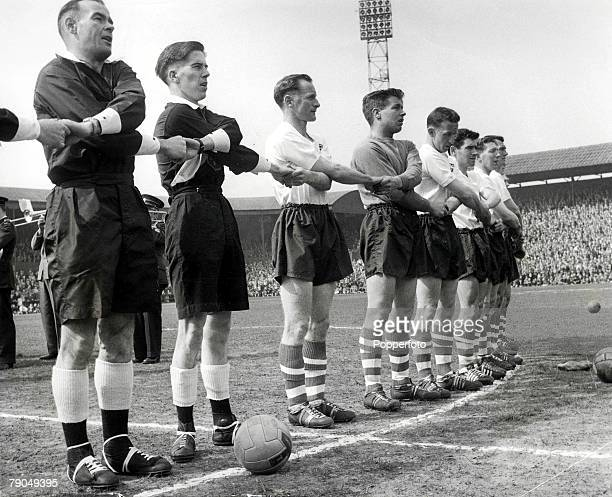 Sport Football League Divison One Deepdale 30th April Preston North End v Luton Preston North End's Tom Finney and members of his team link arms in...