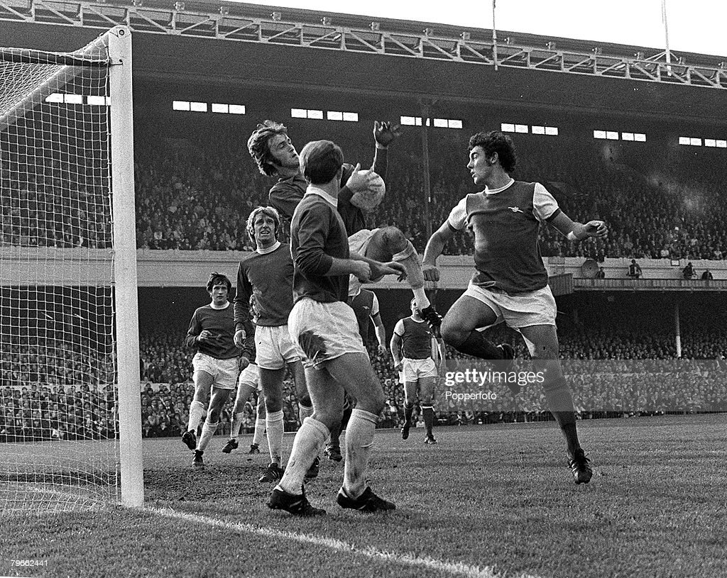 Sport, Football, London, England, 17th October 1970, Arsenal 4 v Everton 0, Everton goalkeeper Andy Rankin saves from Arsenal's Ray Kennedy watched by Everton's Howard Kendall (foreground) : News Photo