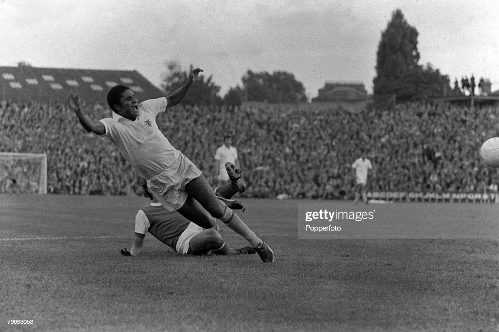 Sport, Football, London, England, 4th August 1971, Arsenal v Benfica, Eusebio of Benfica is brought down by Arsenal's Sammy Nelson during the two team's friendly match at Highbury : News Photo