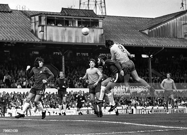 Sport Football London England 8th August 1970 Charity Shield Chelsea 1 v Everton 2 Everton's Joe Royle leaps to head for goal over Chelsea's David...