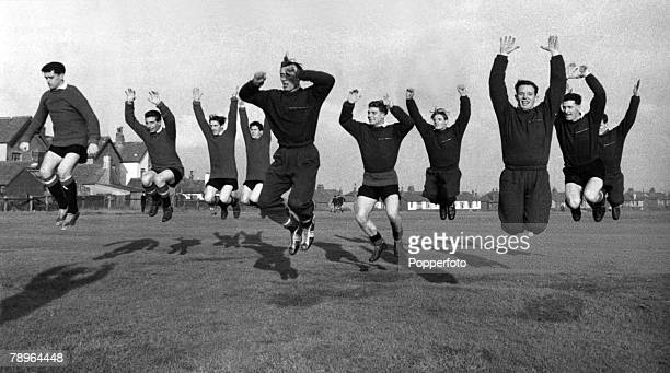 Sport, Football Manchester, England, Manchester United players during a training session, Players include, Tommy Taylor, David Pegg, Dennis Viollet,...