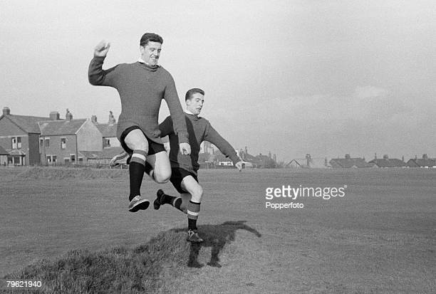 Sport, Football Manchester, England, Manchester United players Tommy Taylor & David Pegg during a training session
