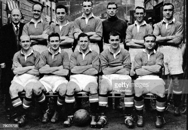 Sport Football Manchester United FC 19501951 The team were runnersup to Tottenham Hotspur for the First Division Championship Back row LR Tom Curry...