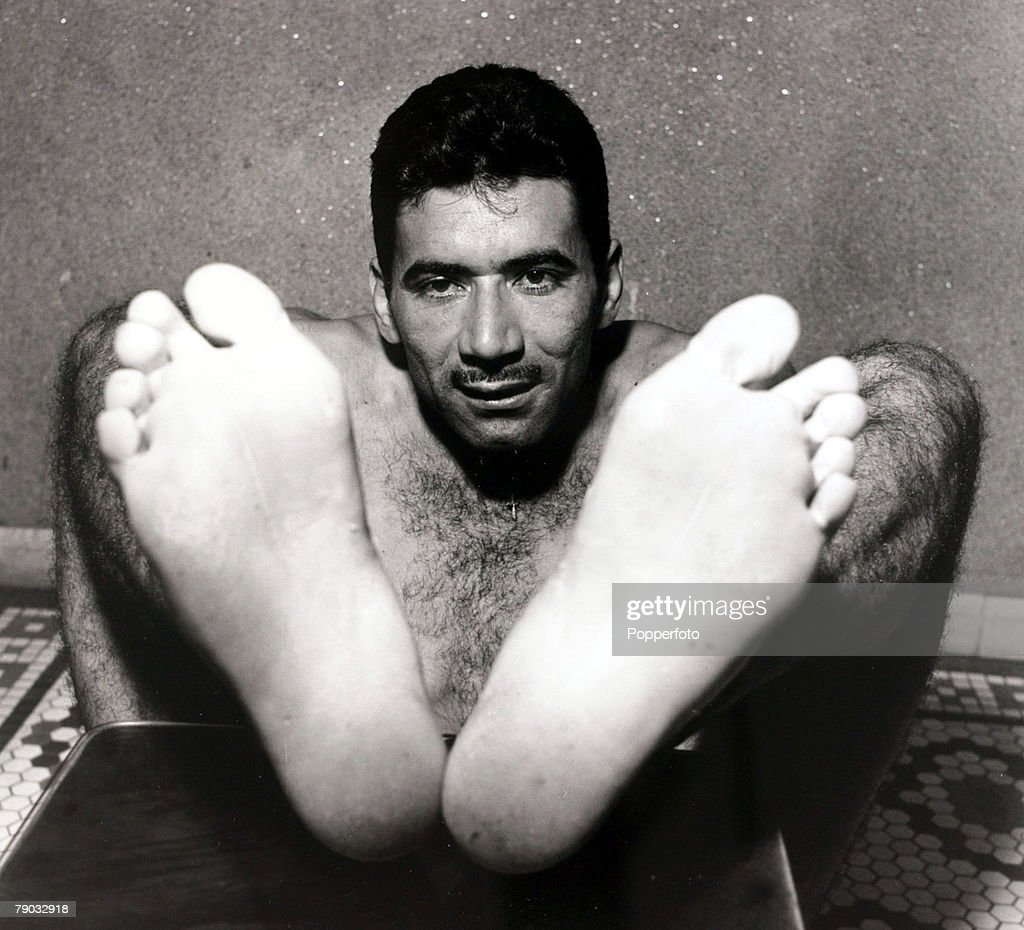Sport. Football. March 1958. Brazil international Nilton Santos pictured from an unusual angle. He went on to become a double World Cup winner in 1958 and 1962 with Brazil. : ニュース写真