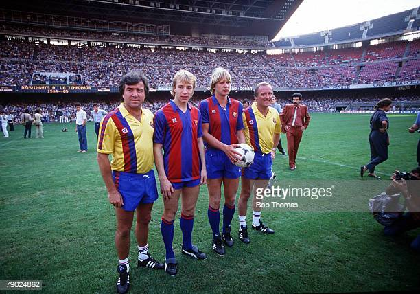 Sport Football Nou Camp Barcelona Spain 27th July 1984 Barcelona Manager Terry Venables and his Assistant Allan Harris pose with Steve Archibald and...