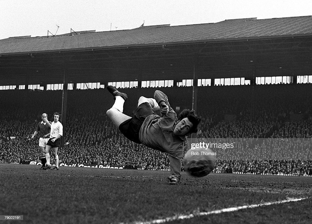 Sport. Football. Old Trafford, England. 18th March 1972. FA Cup Sixth Round. Manchester United 1 v Stoke City 1. Stoke City goalkeeper Gordon Banks is pictured in action. : News Photo