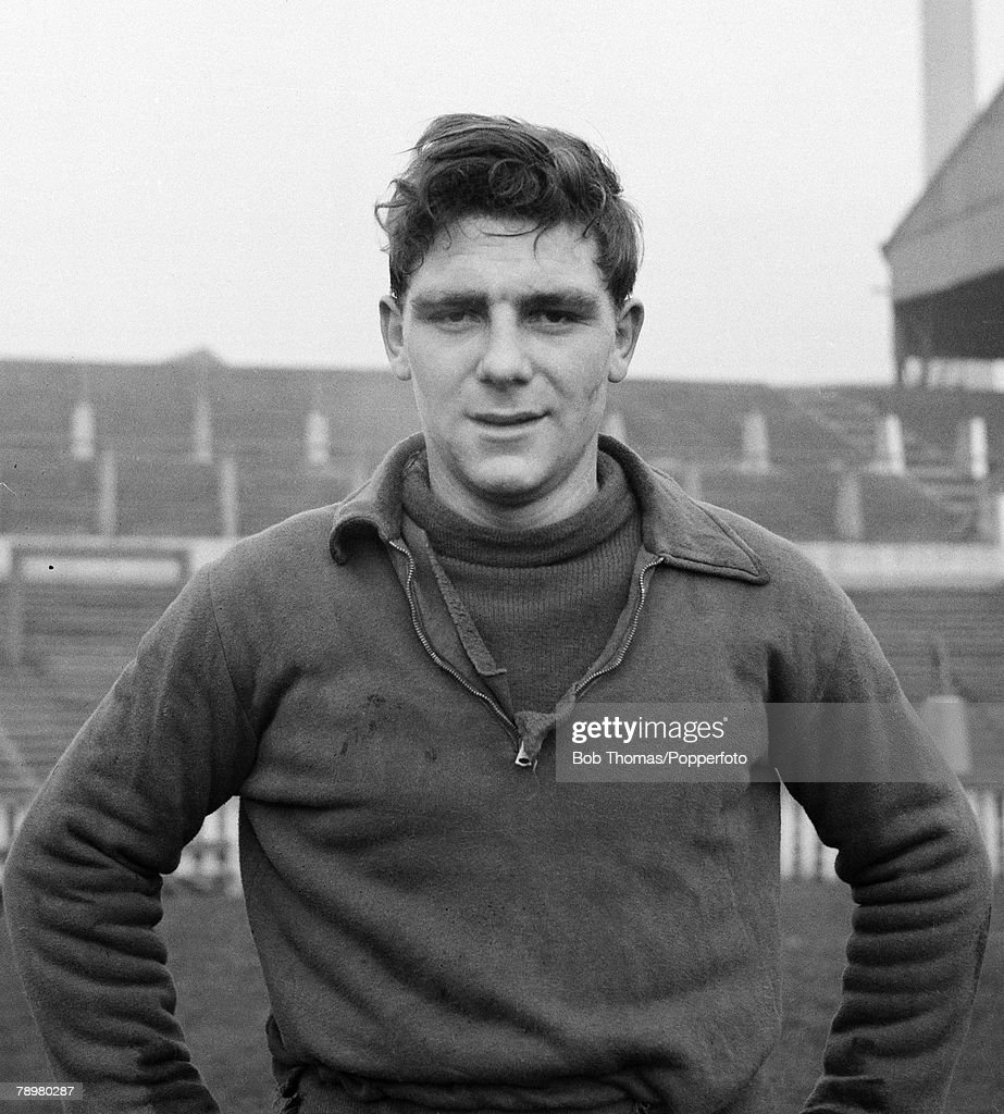 Sport. Football. Old Trafford, Manchester, England. 5th January 1954. Manchester United's Duncan Edwards training after being selected for England's Under 23 team at the age of just 17 years. : News Photo