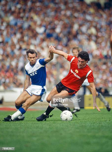 10th August 1985 FA Charity Shield at Wembley Everton 2 v Manchester United 0 Everton's Peter Reid appears to be holding hands with Manchester...
